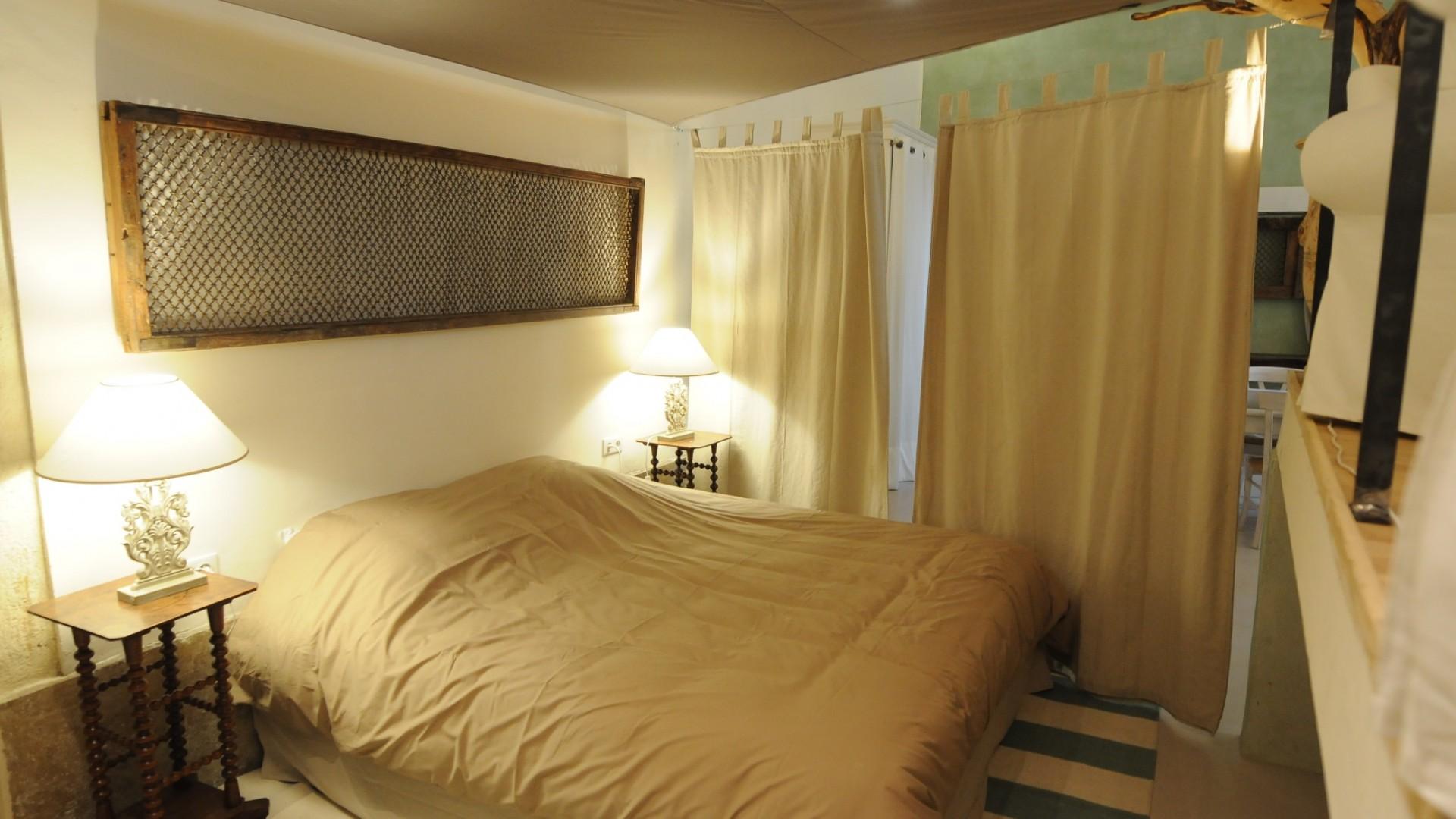 Coin chambre avec lit de 180 cm